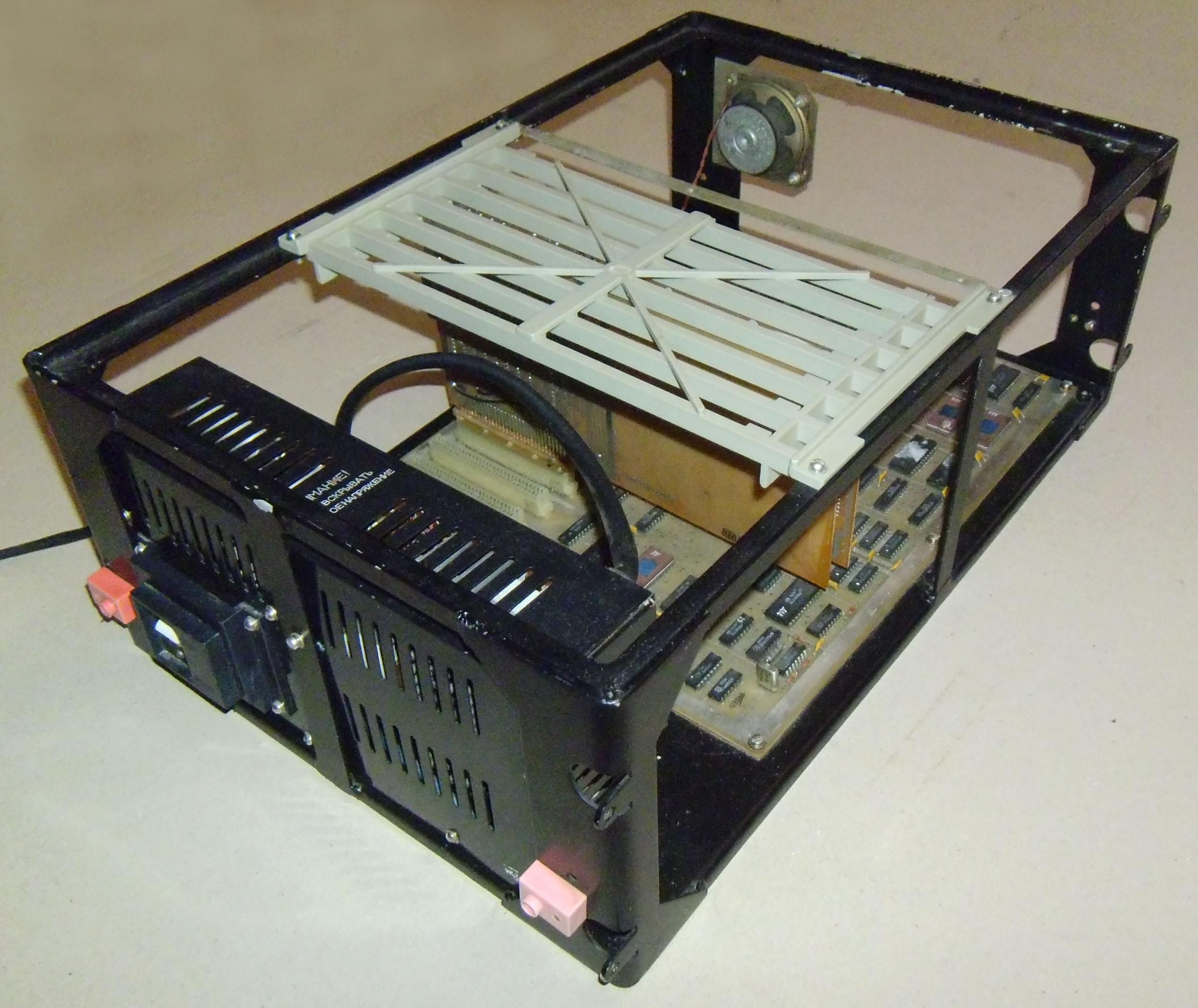 http://agatcomp.ru/agat/Hardware/case/CaseZemz/ZEMZ50.jpg